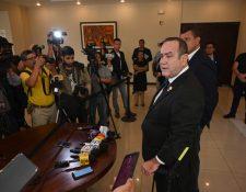 Expertos consideran que el ganador del balotaje Alejandro Giammatei debe revelar lo antes posible quién  dirigirá del Ministerio de Gobernación. (Foto Prensa Libre: AFP)
