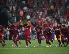 Los jugadores del Liverpool volvieron a festejar otro título. (Foto Prensa Libre: AFP)