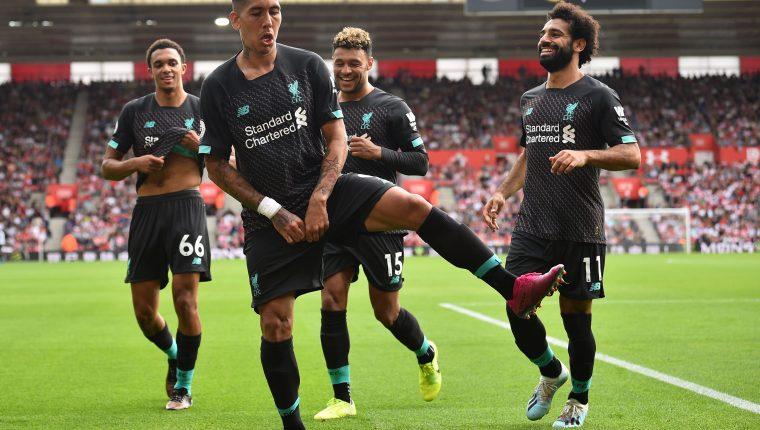 Los jugadores del Liverpool celebran el triunfo de su equipo. (Foto Prensa Libre: AFP)