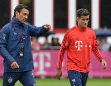 El mediocampista Philippe Coutinho junto a su entrenador Niko Kovac, durante la práctica del Bayern Múnich. (Foto Prensa Libre: AFP)