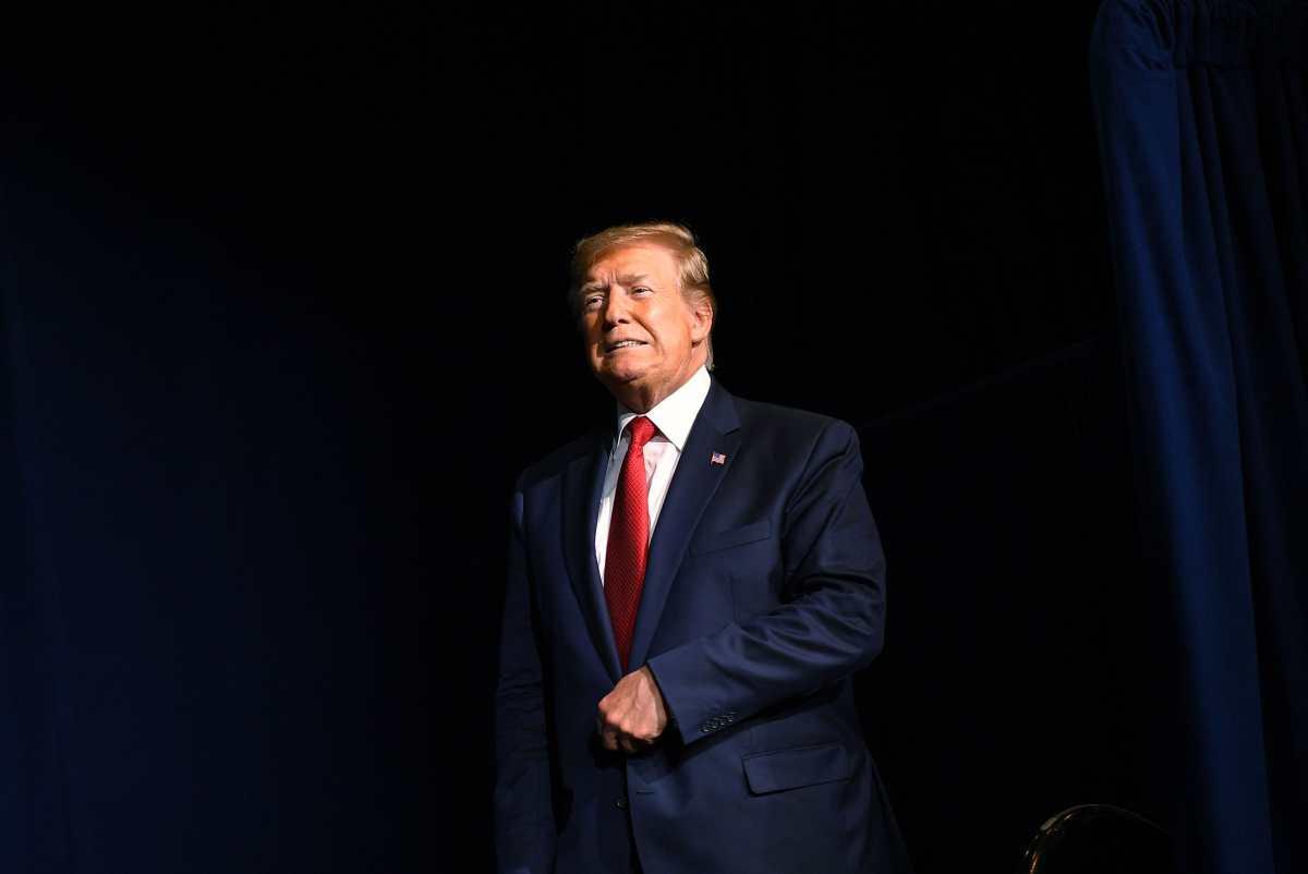 """Trump califica de """"ridícula"""" la ciudadanía por nacimiento y considera eliminarla"""