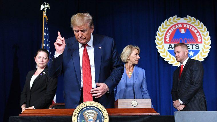 El presidente Donald Trump se prepara para convencer a los votantes estadounidenses. (Foto Prensa Libre: AFP)
