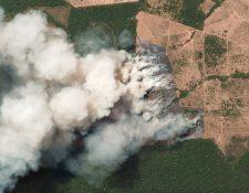 La imagen satelital muestra el humo observado por los incendios en Amazonas. (Foto Prensa Libre: AFP)