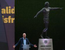 El hijo de Johan Cruyff durante la presentación de la estatua en honor a su padre en el Camp Nou. (Foto Prensa Libre: AFP)