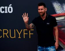 Lionel Messi recibió el galardón por ser uno de los mas votados. (Foto Prensa Libre: AFP)