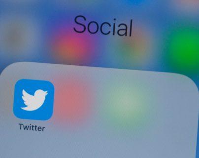 La red social informó que sigue haciendo limpieza de usuarios. (Foto Prensa Libre: AFP)