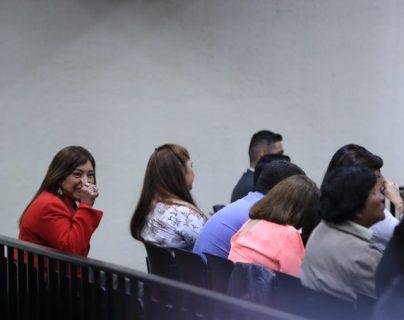 Anabella de León al momento de escuchar la decisión del Tribunal. (Foto Prensa Libre: Juan Diego González)