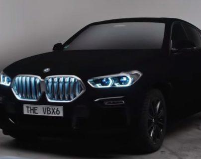 BMW presentó su BMW X6 que es el auto más negro del mundo. (Foto Prensa Libre: Tomada del video de BMW).