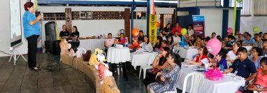"""El lanzamiento oficial de la campaña """"Soy tu voz"""" se llevó a cabo en un el restaurante de la zona 5 de Retalhuleu. (Foto Prensa Libre: Rolando Miranda)"""