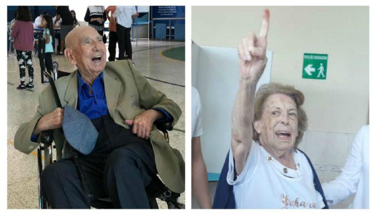 Guillermo Solórzano de 99 y Neulina de Fernández de 95 acudieron a votar este 11 de agosto. (Foto Prensa Libre: Juan Diego González y Miriam Figueroa)