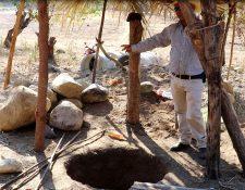 Élder Osorio, coordinador de la Oficina de agua y alcantarillado de Chiquimula señala un pozo con el cual esperan solucionar, en parte, el problema de escasez de agua el casco urbano. (Foto Prensa Libre: Mario Morales)