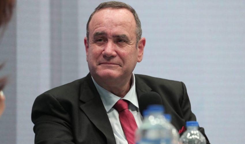 Alejandro Giammattei gana la presidencia luego de cuatro intentos