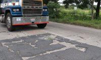 La autopista de Escuintla hacia Puerto Quetzal conecta con el 56% del comercio exterior.  (Foto Prensa Libre: Hemeroteca)