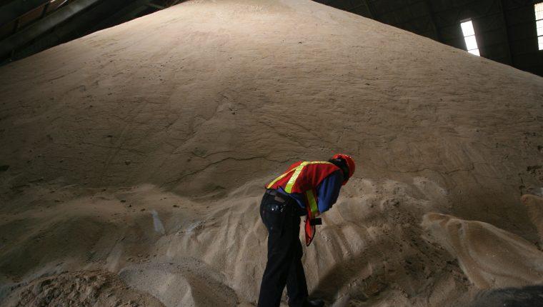 Los productores de azúcar en Guatemala indican que les afecta el subsidio que da India a su industria lo cual distorsiona los precios mundiales. (Foto, Prensa Libre: Hemetoteca PL).