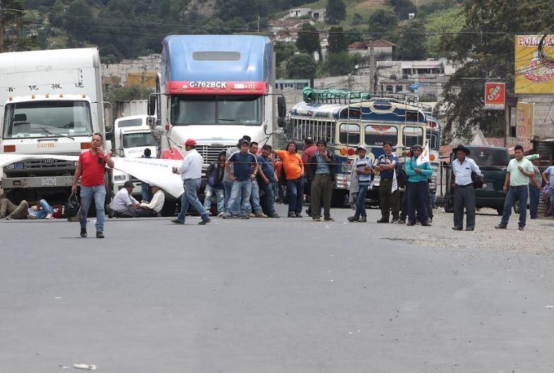 Manifestantes quitan bloqueos en 22 tramos viales del país