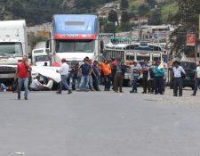 Bloqueo de Codeca en Cuatro Caminos Totonicapán. (Foto Prensa Libre: Mynor Toc).