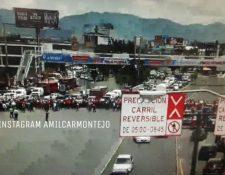 Muchas personas se ven afectadas por el bloqueo de salubristas en la calzada Roosevelt. (Foto Prensa Libre: @amilcarmontejo).