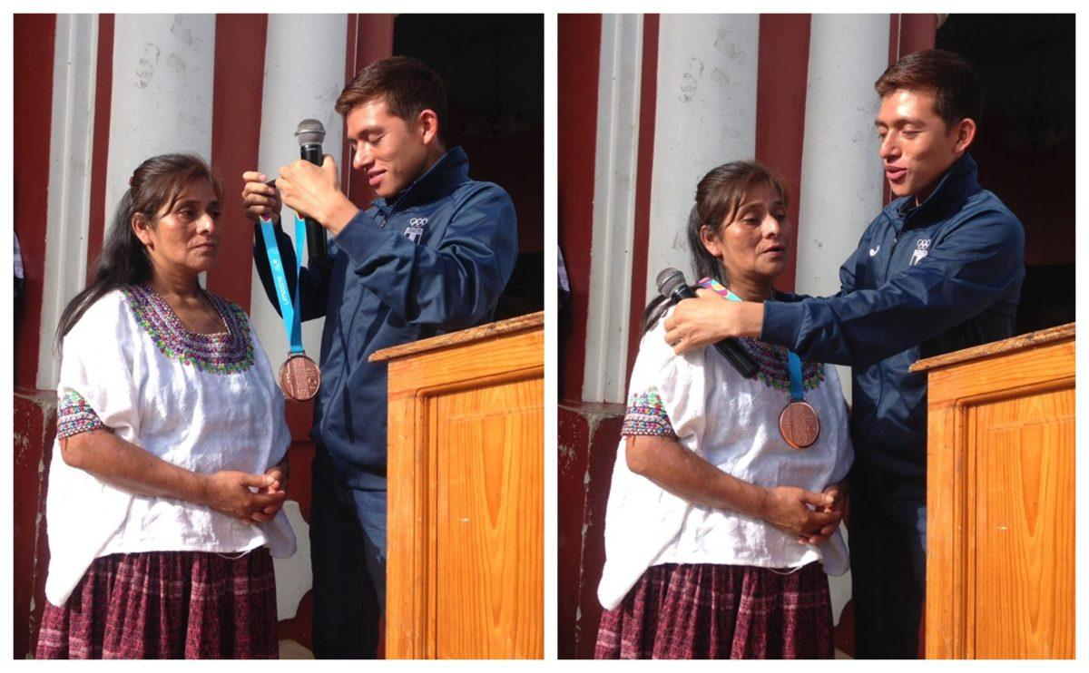 José Alejandro Barrondo regresa a casa y le entrega la medalla panamericana a su madre