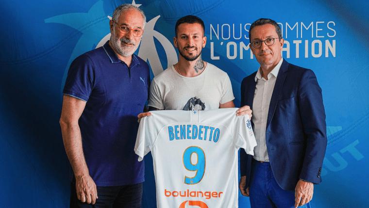 El delantero argentino Darío Benedetto fue presentado con su nuevo equipo el Marsella de Francia. (Foto Prensa Libre: redes)