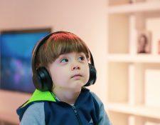 Los beneficios de escuchar música pueden ser aprovechados desde muy temprano. El exponer a los bebés antes de su nacimiento a la música ayuda a que duerman mejor e incentiva sus capacidades de aprendizaje. (Foto Prensa Libre: Servicios)