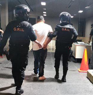 Carlos Humberto Amaya Martínez, señalado de vínculos con el narcotráfico, fue detenido en la zona 7 de la capital. (Foto Prensa Libre: PNC).