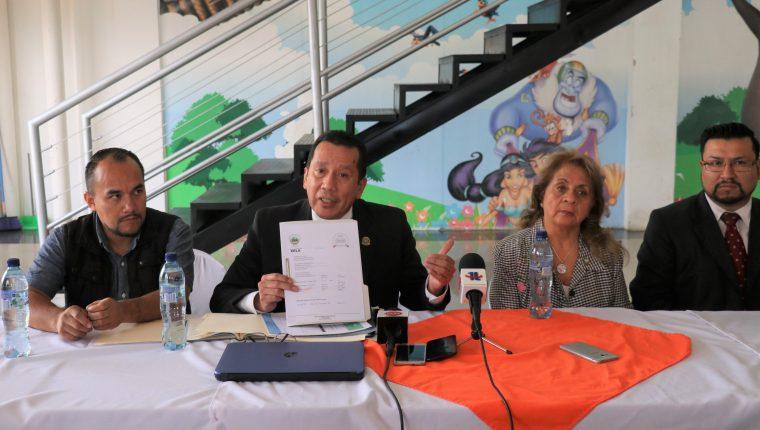 Integrantes de Fraternidad Quetzalteca, indicaron que el próximos días definirán la sede oficial de Reina Nacional de las Fiestas de Independencia. (Foto Prensa Libre: Raúl Juárez)