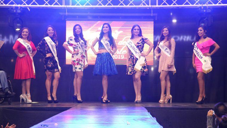 Las siete candidatas lucieron el traje del deporte que representan y la segunda presentación fue en vestimenta casual. (Foto Prensa Libre: Raúl Juárez)
