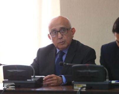 El exmagistrado de la CSJ, Gustavo Mendizabal, escucha la condena. (Foto Prensa Libre: Carlos Hernández).