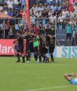 Los jugadores cremas celebran el gol del empate. (Foto Prensa Libre: Cortesía Javier del Cid)