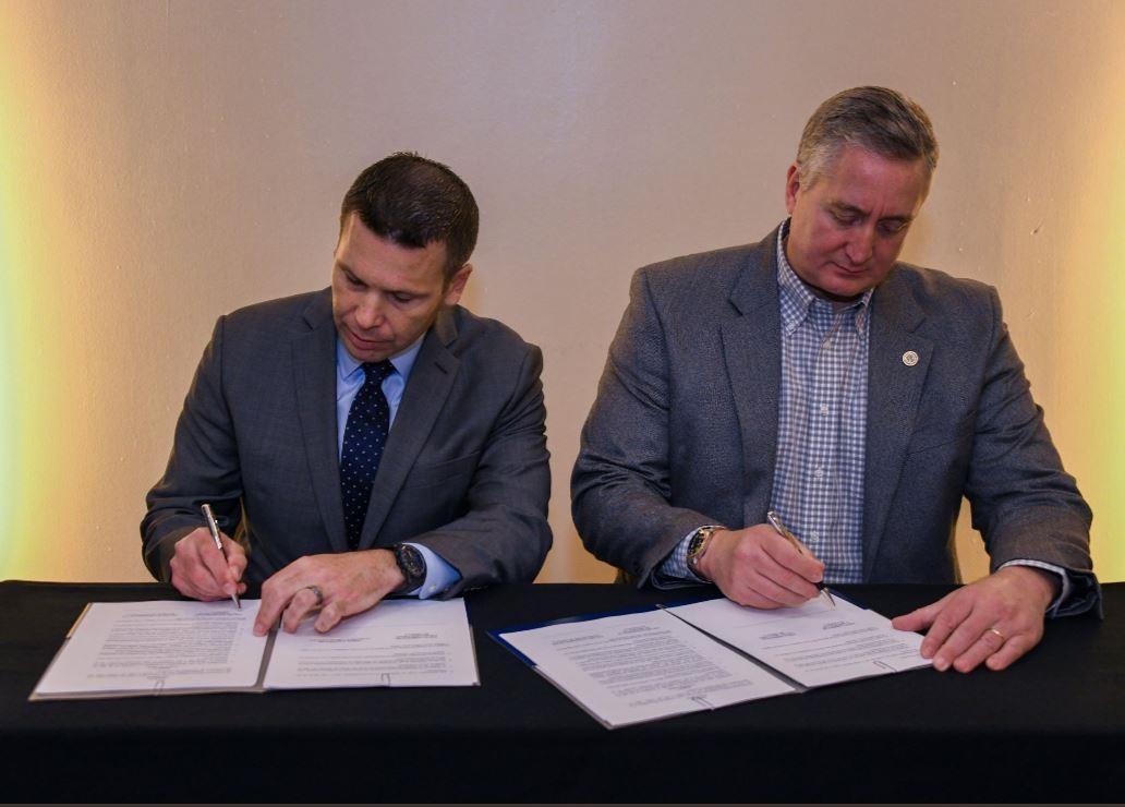 Enrique Degenhart y Kevin McAleenan firman otro convenio sobre seguridad