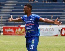 El costarricense Josué Mitchell abrió el camino del triunfo de Cobán contra Siquinala. (Foto Prensa Libre: Hemeroteca PL).