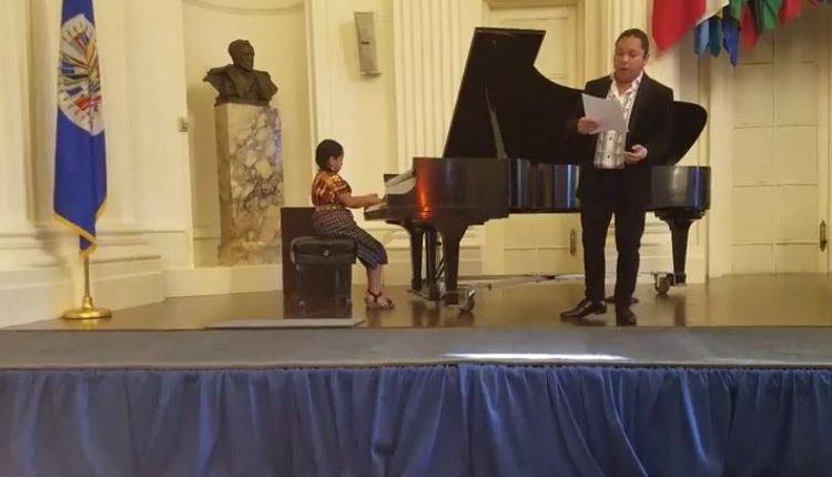 """Yahaira Tubac deleita junto al tenor chileno Miguel Ángel Pellao con el tema """"La Sanjuanerita"""". (Foto: Facebook/Yahaira Tubac)"""