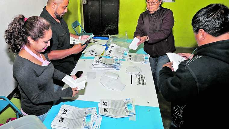 A las 18 horas se inicia el conteo de votos en todos los centros de votación.(Foto Prensa Libre: Hemeroteca PL)
