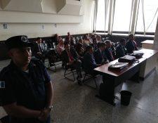Los 15 procesados por financiamiento electoral ilícito en el caso Cooptación del Estado de Guatemala comparecen en el Juzgado. (Foto Prensa Libre: Kenneth Monzón)