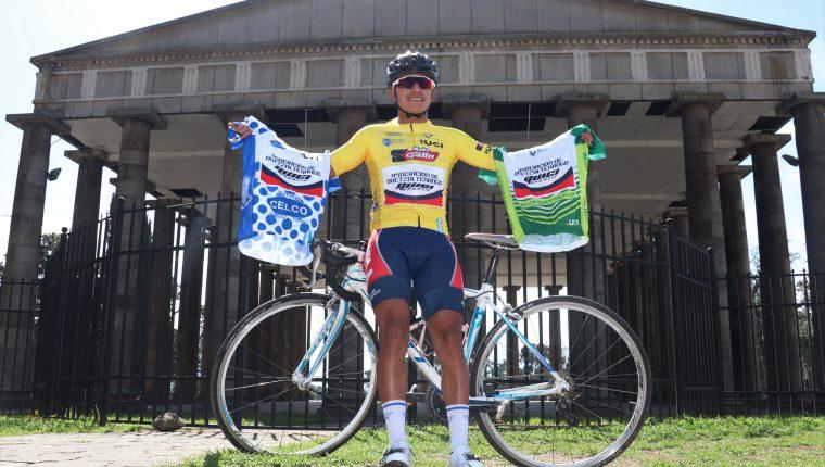 Edwin Sam, de 17 años, además de ser el campeón, ganó los maillot de campeón de montaña y mejor guatemalteco. (Foto Prensa Libre: Raúl Juárez)