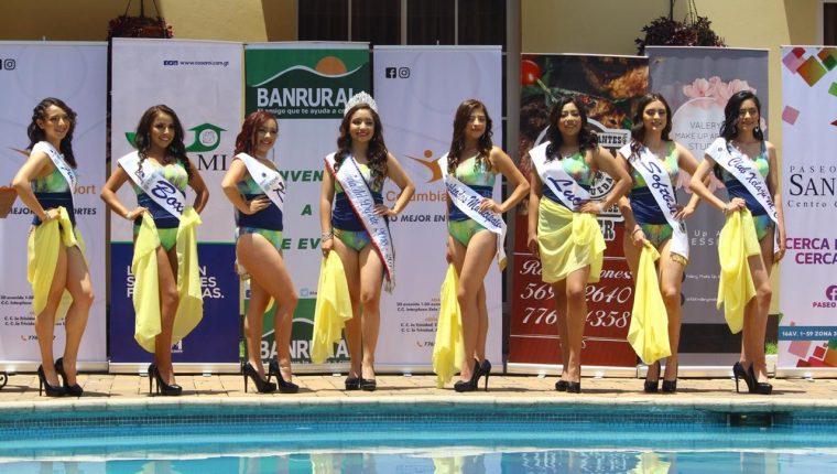 Las siete candidatas acompañada de la actual reina del deporte hicieron una pasarela especial en un hotel de Sante Cruz Muluá, Retalhuleu. (Foto Prensa Libre: Raúl Juárez)