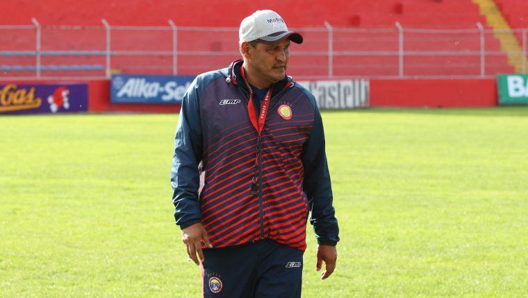 El entrenador confía que Xelajú logrará su primer triunfo del torneo. (Foto Prensa Libre: Raúl Juárez)