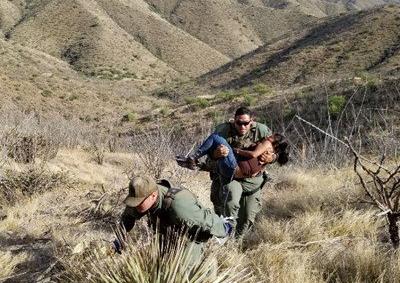 Patrulla Fronteriza rescata a guatemalteca desmayada en el desierto de Arizona