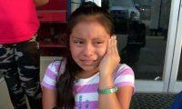 Magdalena Gomez Gregorio llora al suplicar por el regreso de su padre.