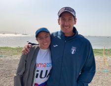 Isabella posa junto a su hermano Juani después de conseguir la clasificación a los Juegos Olímpicos Tokio 2020. (Foto Prensa Libre: COG)