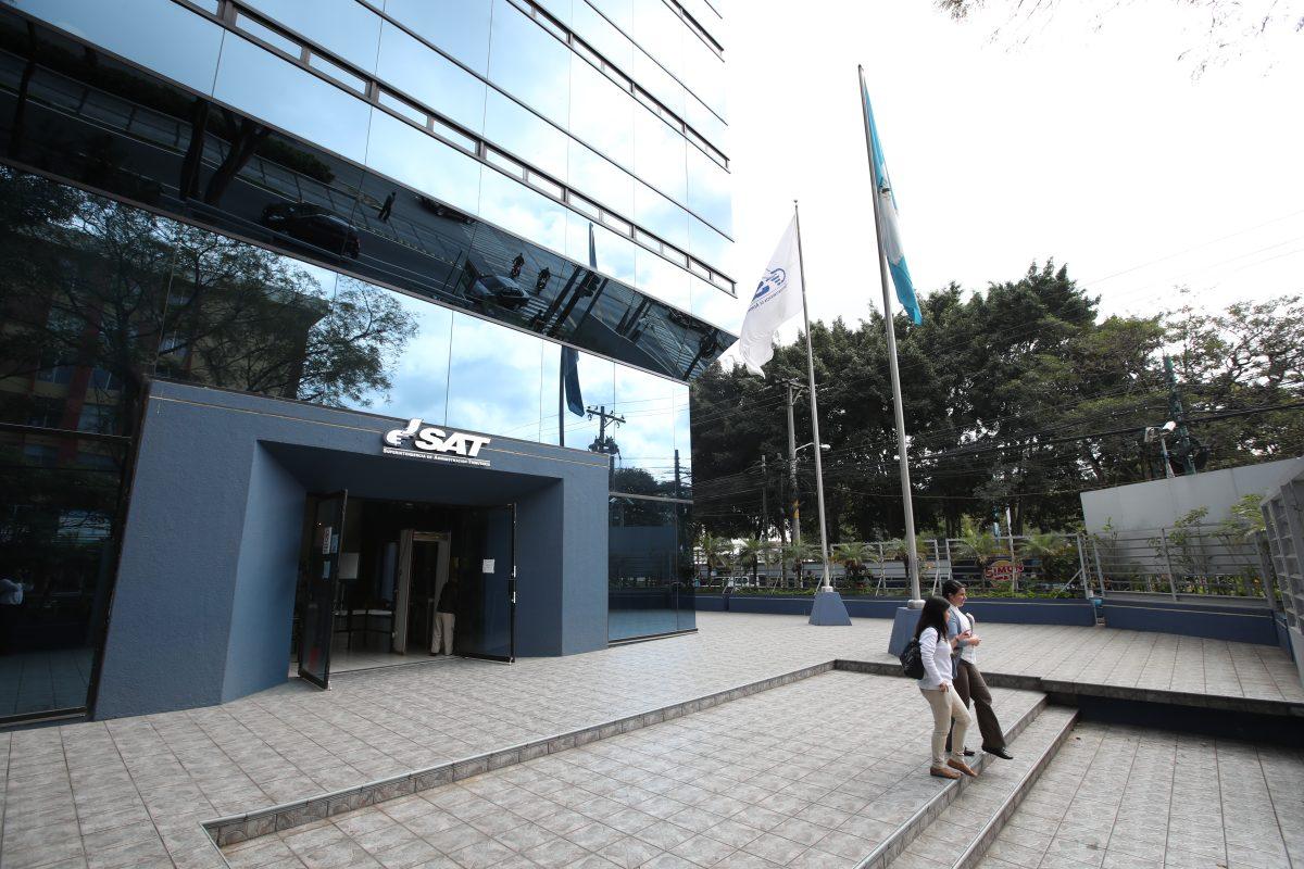 Qué debe hacer el gobierno de Alejandro Giammattei para mejorar el clima de inversión, según Fitch