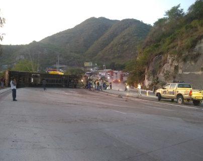 El vehículo bloqueó dos carriles en ruta al Atlántico. (Foto: Provial)