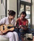 Emma Watson en pijama junto a Tom Felton. (Foto Prensa Libre: Tomada del Instagram t22felton).