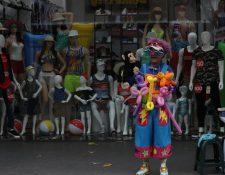 El payaso pinta caritas es el clásico personaje que se puede ver en El Paseo de la Sexta.