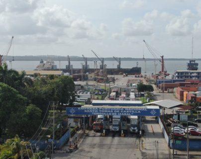 Guatemala reúne las condiciones jurídicas, técnicas y financieras para desarrollar proyectos de Alianza Público-Privada en el sistema portuario, según expertos internacionales en el tema de infraestructura y de momento no existe una propuesta para aplicar una APP (Foto Prensa Libre: Hemeroteca)