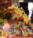 Hiroshi Fuji es un artista japonés que ideo un Parque Jurásico con juguetes de plástico desechados. (Foto Prensa Libre: EFE)