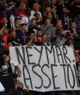 Los aficionados del PSG mostraron su descontento con el brasileño. (Foto Prensa Libre: AFP)