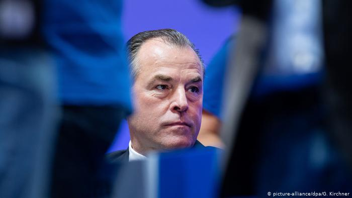 """Presidente del Schalke renuncia temporalmente tras declaraciones """"discriminatorias"""""""