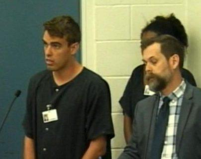 Héctor Fernando Fonseca, de 17 años fue detenido pro amenaza terrorista y comparece ante un juez. (Foto Prensa Libre. Internet )