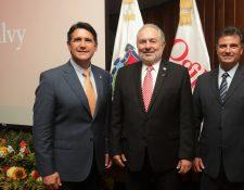 Alcalde Ricardo Quiñónez, Juan Mauricio Wurmser y Horacio Genolet, presidente de Ogilvy Latinoamérica.  (Foto Prensa Libre: Cortesía)